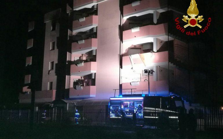 Incendio al ricovero migranti di via Sulcis. Ancora da accertare le cause