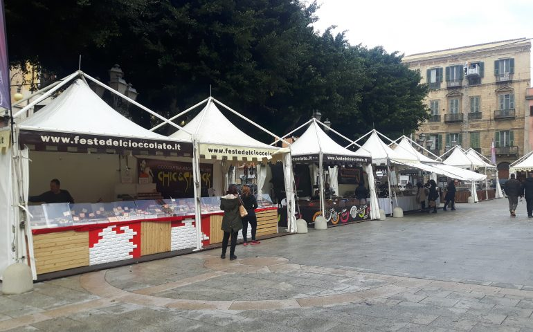 """La Festa del cioccolato """"invade"""" il centro di Cagliari: al latte o fondente, ce n'è per tutti i gusti"""