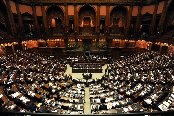 Foto la carica dei 25 parlamentari sardi 17 deputati e for Numero senatori e deputati in italia