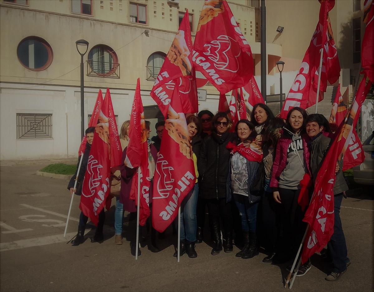 Protesta lavoratrici mensa dal sindaco Mario Puddu