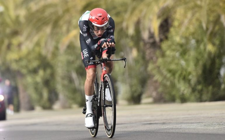 Michał Kwiatkowski è il re della Tirreno-Adriatica, Aru arriva tardi anche nella crono finale
