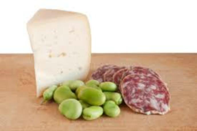 Lo sapevate? Per Pasqua in Sardegna è tradizione mangiare la mattina fave fresche, pecorino e salsiccia secca