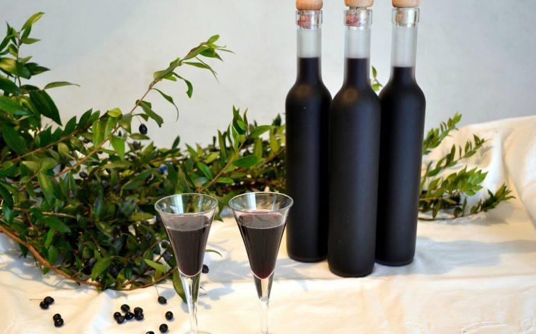 La ricetta. Come fare in casa il liquore di mirto, uno dei digestivi sardi più amati