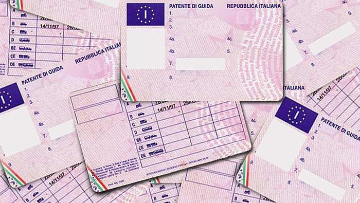 Guida a Pirri con una patente del Senegal. Denunciato dai carabinieri