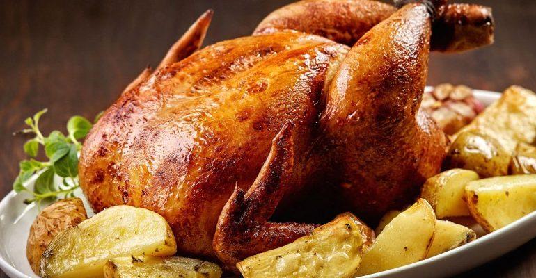 La ricetta Vistanet di oggi: pollo ruspante e patate arrosto, un piatto che piace anche ai bambini