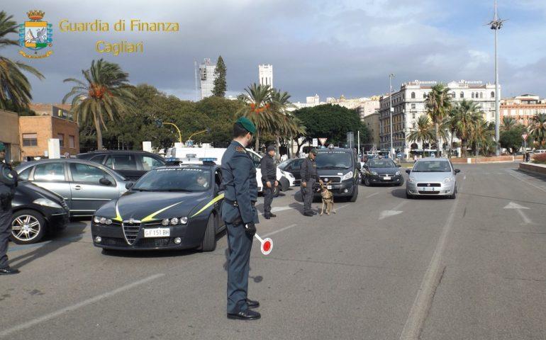 Guardia di Finanza: sequestri di droga in pieno centro, all'Aeroporto di Cagliari, a Pula e a Sant'Antioco
