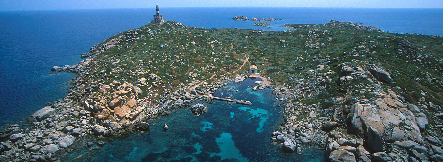 Turisti si schiantano con la barca sull 39 isola dei cavoli for Isola arreda cagliari