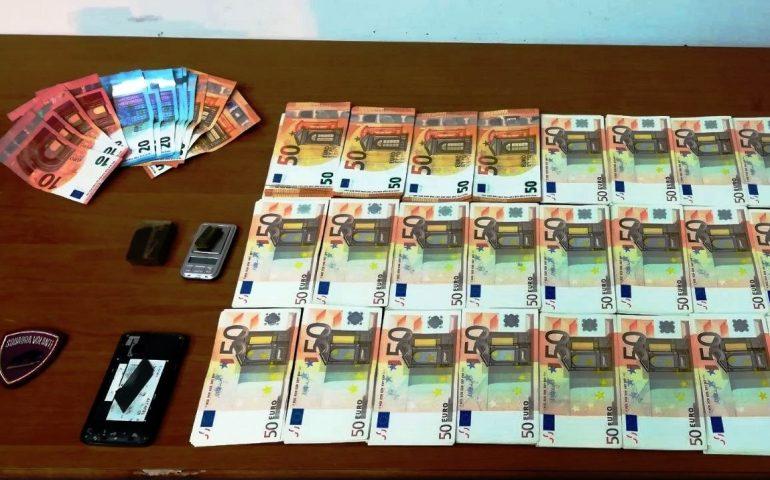 Spacciatore fermato in viale Ciusa con un pezzo di hashish: in casa aveva 15mila euro in contanti