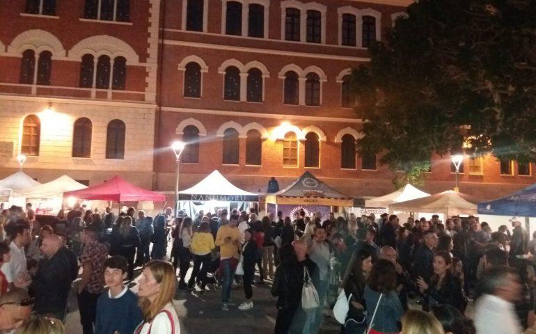 (VIDEO) Birra alla pompia, alla liquirizia o al cioccolato: questo e altro al Casteddu Beer in piazza Garibaldi