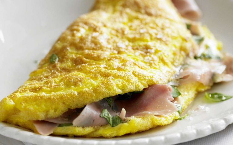 La ricetta Vistanet di oggi: l'omelette, piatto classico e veloce e molto nutriente