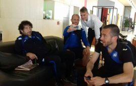 Selfie e divanetti al T-Hotel nella lunga attesa dell'Atalanta nel pre-gara contro il Cagliari