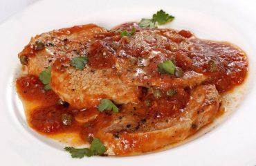 La ricetta Vistanet di oggi: carne alla pizzaiola, un secondo semplice e gustoso