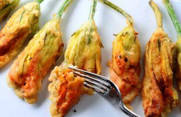 La ricetta Vistanet di oggi: fiori di zucca impastellati e fritti, un antipasto molto saporito