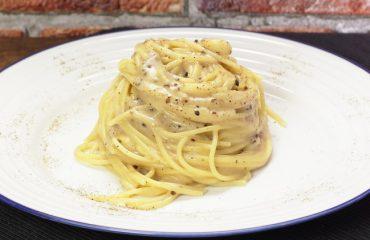 La ricetta Vistanet di oggi: spaghetti cacio e pepe, un piatto tipico della tradizione romana