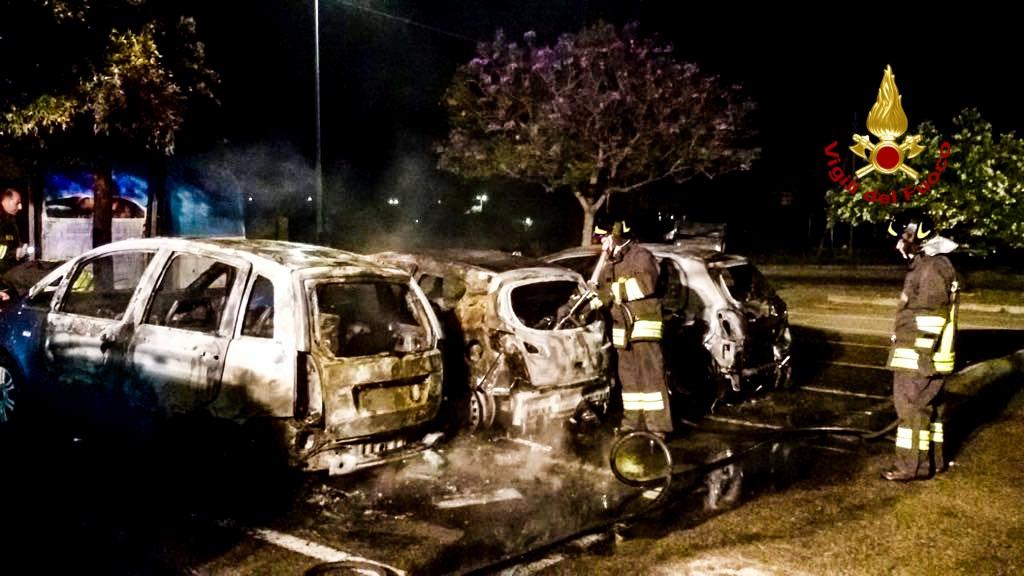 Notte di fuoco a Cagliari e Capoterra: in fiamme 6 auto