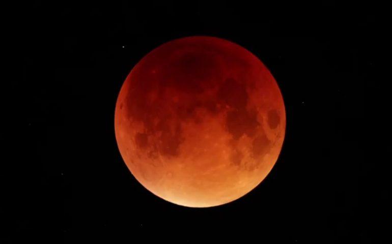 Luna di sangue: venerdì potremo vedere l'eclissi totale più lunga del XXI secolo