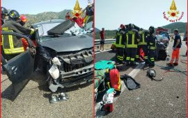 (FOTO) Solanas, violento scontro tra auto sulla 125: diversi feriti estratti dalle lamiere dai Vigili del fuoco