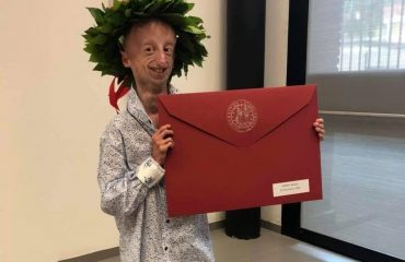 Sammy Basso, il 22enne affetto da progeria si è laureato con 110 e lode in Scienze Naturali