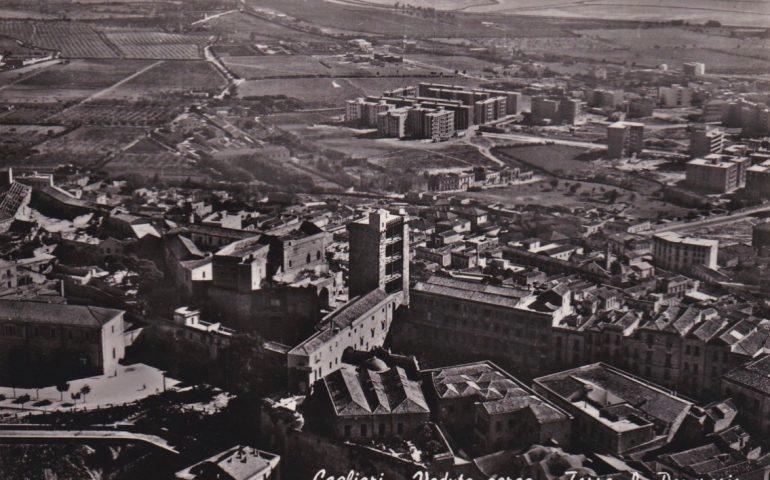 La Cagliari che non c'è più: 1954, il quartiere Castello in una foto aerea