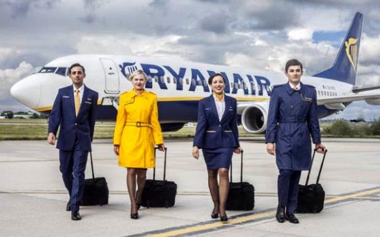 LAVORO. Ryanair cerca assistenti di volo. Selezioni anche a Cagliari