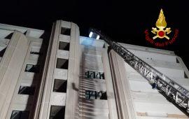 Quartu: cadono mattonelle dall'ottavo piano del palazzo della Asl