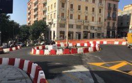 Cagliari: posa del nuovo asfalto in piazza Costituzione. Strade chiuse
