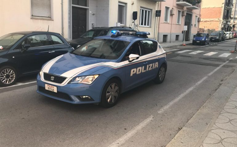 Cagliari, è ai domiciliari ma i poliziotti lo sorprendono al bar: arrestato un 48enne di via Seruci