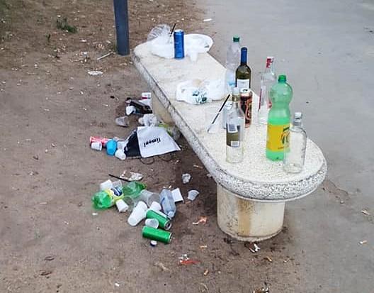 Quartu, stop a bottiglie di vetro e alcolici all'aperto nel lungomare Poetto e in tutto il litorale