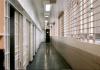 Tragedia in carcere a Rebibbia: detenuta getta i figli dalle scale. Uno muore, l'altro è grave