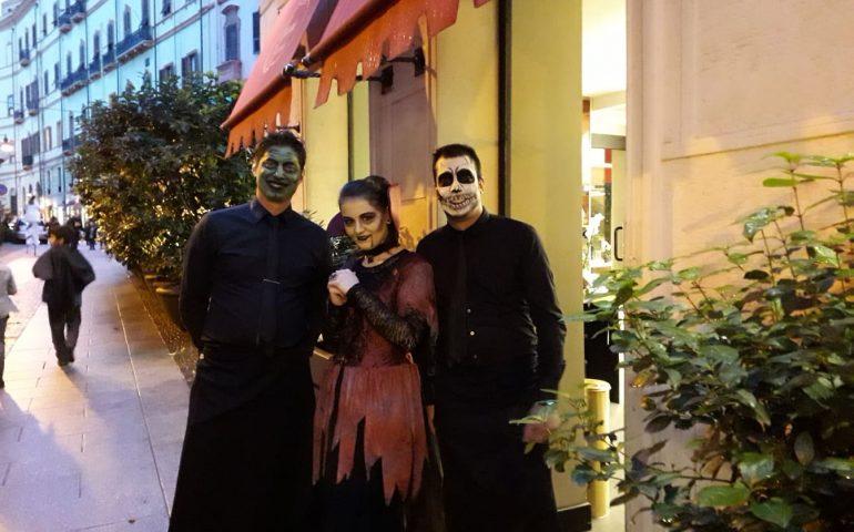 Cagliari, a Villanova e per le vie dello shopping tutti pazzi per Halloween