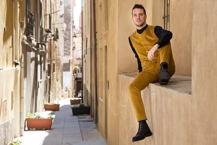 Un giovane francese si innamora della lingua sarda, la impara e fa di tutto per proteggerla