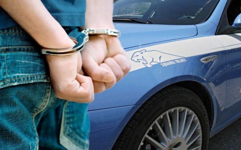 Dovrebbe essere agli arresti domiciliati ma i poliziotti non lo trovano mai in casa. Pregiudicato fermato a Cagliari