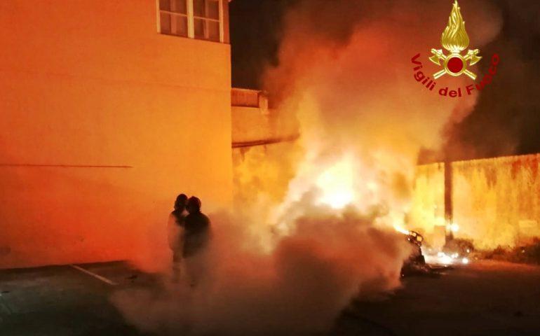 Cagliari: due auto in fiamme nella notte