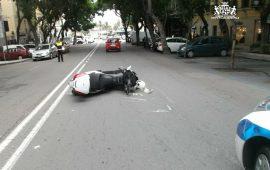 Largo Carlo Felice: incidente tra auto e moto. Motociclista al pronto soccorso