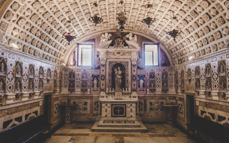 La curiosità. Nella cripta della Cattedrale di Cagliari sono scolpiti 584 magnifici rosoni di pietra, uno diverso dall'altro
