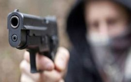 Cagliari, si presenta a casa dell'ex fidanzata con una pistola: giovane arrestato per stalking