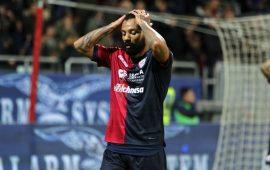 Milik implacabile su punizione: il Napoli batte il Cagliari solo nel finale