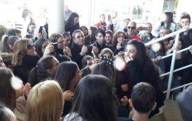 X Factor. Luna Melis arriva a Cagliari. Bagno di folla all'aeroporto per la giovane star di Uta
