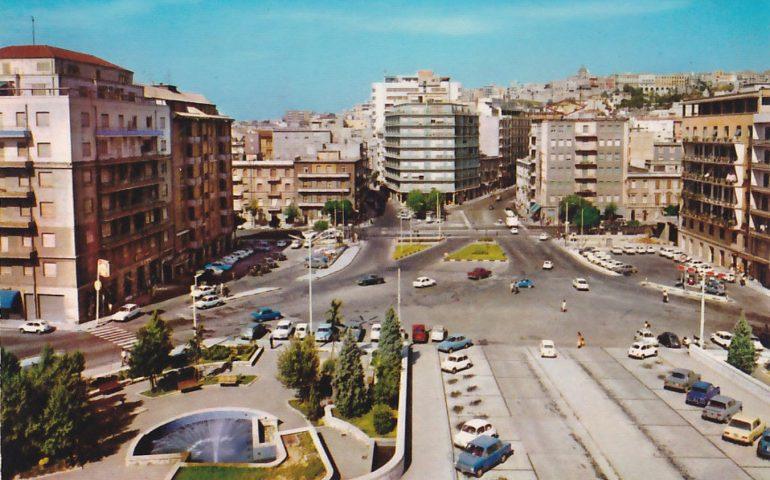 La Cagliari che non c'è più: piazza Repubblica in una foto del 1970