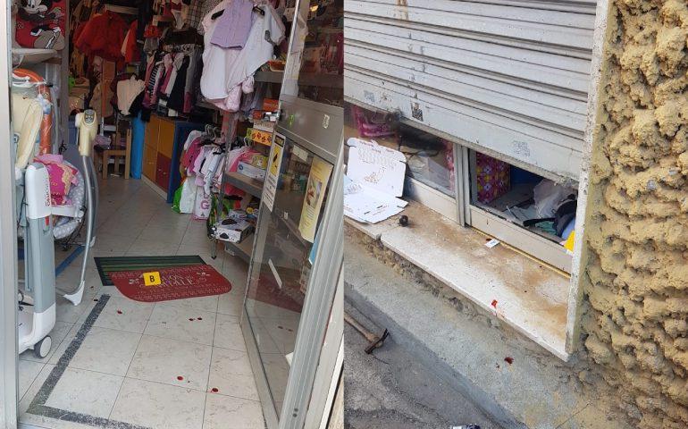 Risultati immagini per negozio per terra
