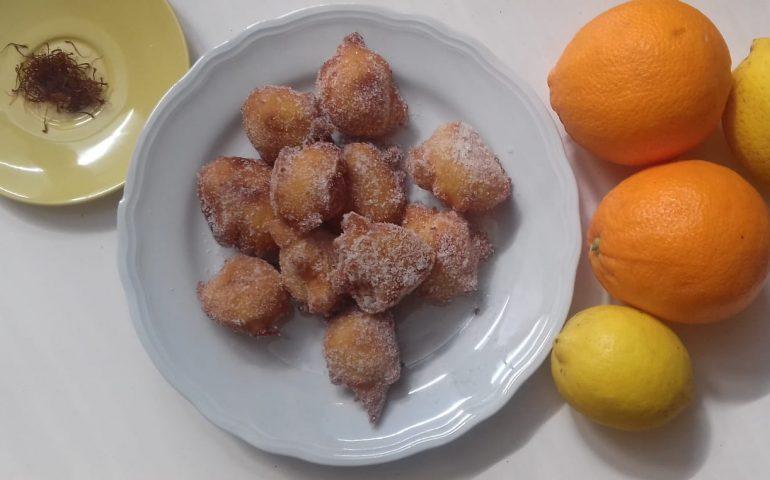 """La ricetta Vistanet di oggi: """"is arrubiolus"""", frittelle di ricotta con lo zafferano."""