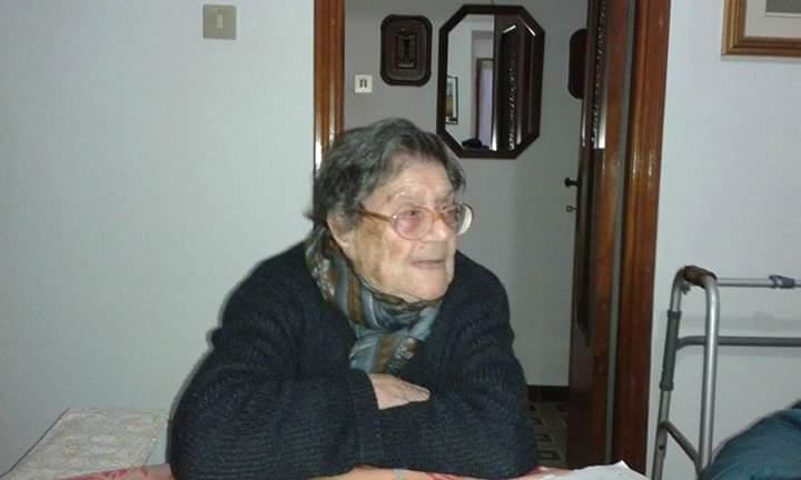 Un'altra torta con tante candeline: Giuseppina Pau di Siliqua compie 103 anni