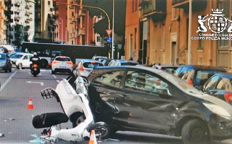 Cagliari: scooter contro auto tra via Salaris e via Foscolo. Scooterista in ospedale