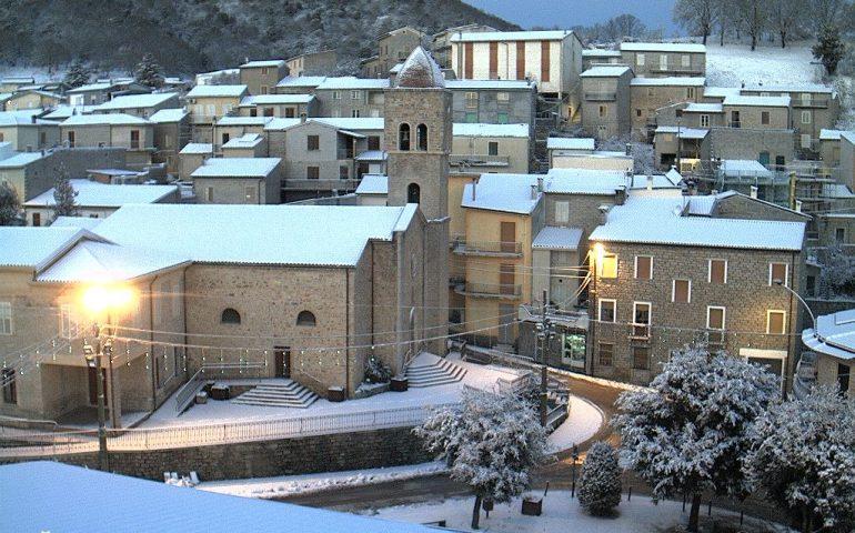 (FOTO) La Sardegna si sveglia sotto a una coltre di neve: il centro dell'Isola imbiancato