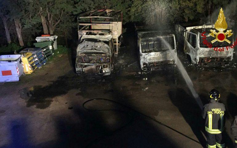 Sant'Andrea Frius. Incendiati nella notte alcuni mezzi per la raccolta rifiuti