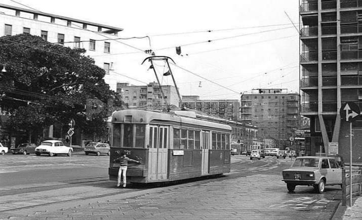 """La Cagliari che non c'è più: i pischellini che viaggiavano a """"scrocco"""" sul tram"""