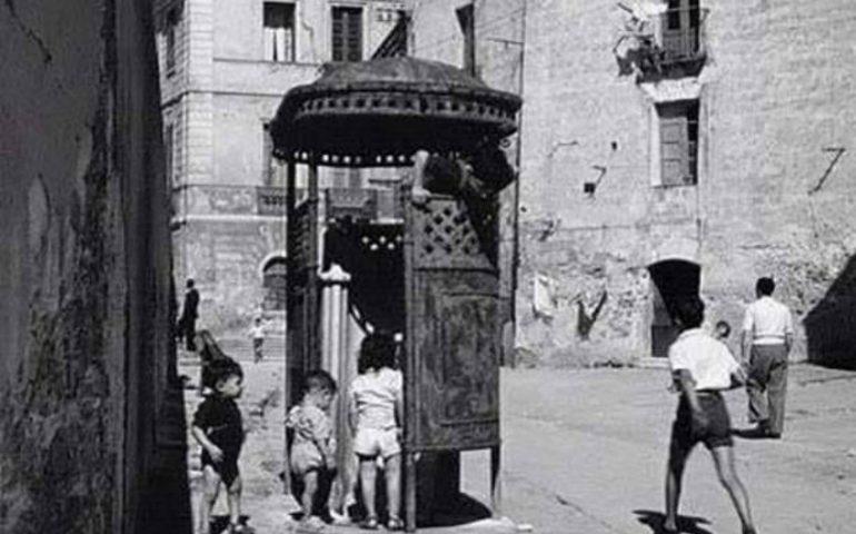 La Cagliari che non c'è più: il vespasiano di via Santa Croce in Castello nel 1961