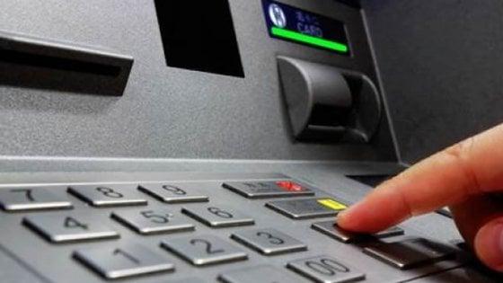 Badante ruba il bancomat a un'anziana signora e preleva centinaia di euro