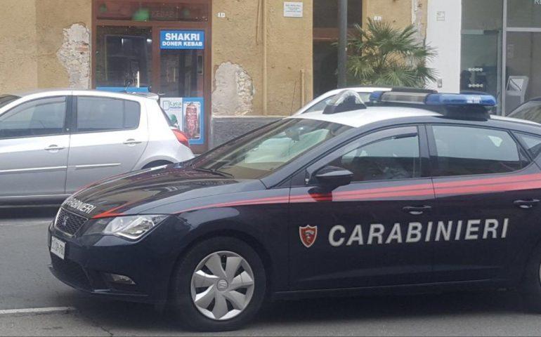 Cagliari, ruba un profumo alla Coin e scappa: inseguito e arrestato dai carabinieri