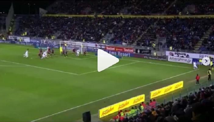 """(VIDEO) Raccattapalle del Cagliari fa uno stop da campione, Papu Gomez lo applaude: """"Continua così"""""""